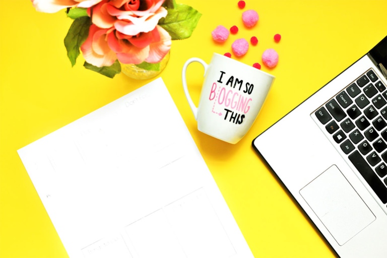 How to Start a Viral Blog + Free Checklist!